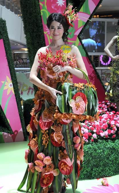 vestido-de-flores-variadas