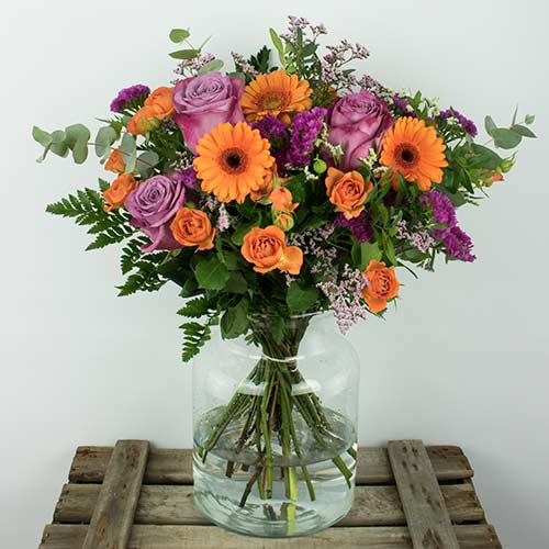 Envio de ramo rosas moradas y naranjas